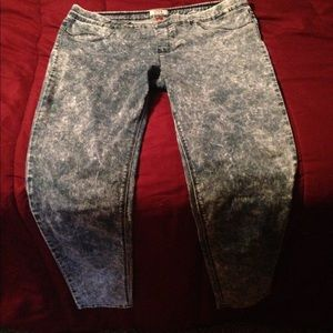Acid washed jeggings lei